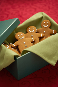 Home made gift to save money - gingerbread cookies
